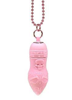 Pirates Pendant vibe - pink fra DPDigitalPlayground - Sexlegetøj leveret for blot 29 kr. - 4ushop.dk - Pirates Pendant Vibe er en flot lille vibrator i en kæde. Selve vibratoren har spændende pirat relateret motiver.