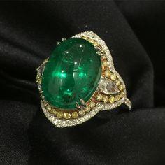 Cabochon Zambia emerald with fancy yellow diamonds ring @anna_shia.