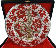 Kırmızı Lotus ve Tuğra İşlemeli 25 cm Çini Tabak