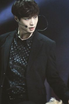lay ~ #exo lookinh handsome as usual...
