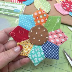 Bee In My Bonnet: Sew Simple Shapes - More Easy Patchwork Flowers!!! Dresden and rounds from pinwheel hsts