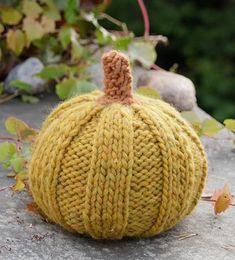 Free Knitting Pattern for Halloween Pumpkins Halloween Knitting Patterns, Aran Knitting Patterns, Knitting Stitches, Free Knitting, Knitting Projects, Crochet Patterns, Knitting Ideas, Drops Design, Cinderella Pumpkin