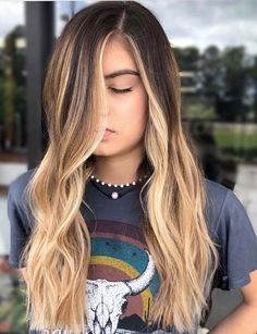 60 Stunning Balayage Ombre Hair Color Trends in 2018 60 Stunning Balayage Ombre Hair Color Trends in Get by visiting here the stylish and on trends of hair colors to show off with various hair lengths. We have presented in this post the most popular 2018 Hair Color Trends, Hair Color 2018, Cool Hair Color, Hair Trends, Trendy Hair Colors, Blonde Hair With Highlights, Blonde Color, Ombre Highlights, Cabelo Ombre Hair