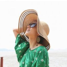 Simple wide brim straw hat for ladies with packable