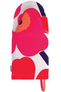 Marimekko Kitchen - Oven Mitten - Pieni Unikko 001 Red – Kiitos living by design Marimekko, Kitchen Oven, Kitchen Tops, Kitchen Ideas, Kitchen Design, Red And Pink, Pink White, Red Ovens, Brand Icon