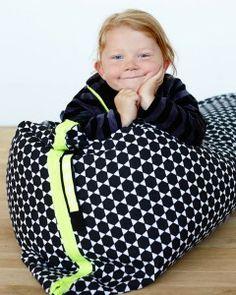Grafisk sækkestol til seje børn  SNUP IDEEN gratis på sej grafisk sækkestol. Super easy model, som nemt er syet på en aften.  - stof2000.dk