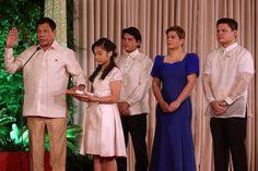 The tough-talking former mayor of Davao, Rodrigo Duterte, is sworn in as the president of the Philippines, after a landslide election win. Rodrigo Duterte, Manila, Feng Shui Master, President Of The Philippines, War On Drugs, Philippine News, Looking Dapper, Best Start, What's Trending