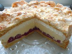 Gewitter-Torte mit Schmand (Kirschsaft mit Tortenguss abbinden, über die Kirschen geben und abkühlen lassen - KH) Cakes And More, No Bake Desserts, Cake Pops, Finger Foods, Baking Recipes, Cake Recipes, Pizza Recipes, Mascarpone, German Cake