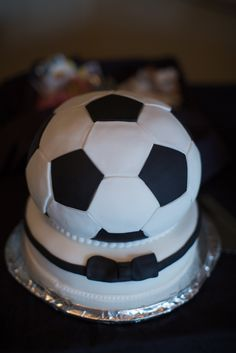 Soccer Ball Groom's Cake // Mandy Paige Photography // http://www.theknot.com/submit-your-wedding/photo/2184f1b2-3780-4ad3-8839-0aa4cc8b43c7/Melissa-and-Kevin-Cincinnati-Wedding Soccer Wedding, Sports Wedding, Zombie Wedding Cakes, Cake Wedding, Wedding Groom, Wedding Gifts, Wedding Day, Soccer Ball Cake, Fancy Cakes