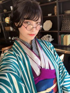 45 Inspiration Casual Style Looks You Need To Try - Global Outfit Experts Japanese Costume, Japanese Kimono, Japanese Beauty, Asian Beauty, Modern Kimono, Japan Girl, Japanese Outfits, Poses, Japan Fashion