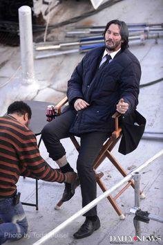 """shot pix from Manhattan Bridge bike path, thnx for tip. Keanu Reeves likes his cigs. Keanu Reeves John Wick, Keanu Charles Reeves, Keanu Reeves Movies, John Wick Movie, Keanu Reaves, Casio Protrek, Scene Image, Hollywood Studios, Action Movies"
