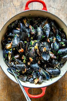 Beer steamed mussels with mustard and creme fraiche parmesan croutons ...