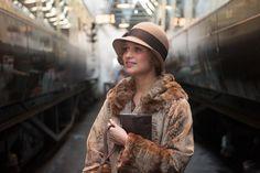 Lundi, je suis allée à l'avant-première de The Danish girl. Pour rappel, ce film retrace la vie d'Einar Wegener devenu Lili Elbe, la première femme transgenre de l'histoire ainsi que de son épouse Gerda Gottlieb. C'est en se travestissant en femme pour servir de modèle à son épouse que Lili est née. Elle est alors apparue en public de plus en plus en femme et Gerda la présentait comme la soeur d'Einar (ou sa cousine dans le film). En 1930, Einar est parti en Allemagne afin de subir cinq…