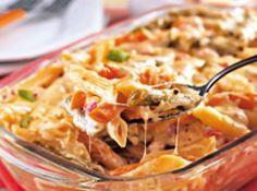 Receita de Macarrão de forno fácil - 150 g de mussarela ralada grosso, 100 g de queijo tipo Minas ralado grosso, 5 colheres (sopa) de maionese, 2 tomates sem...