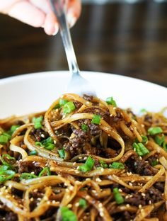 This Easy Mongolian Ground Beef Noodles recipe comes together in 15 minutes and is among the most delicious foods you'll make this season perfect for weeknight dinner. Quick Recipes, New Recipes, Dinner Recipes, Cooking Recipes, Healthy Recipes, Cheap Recipes, Simple Recipes, Cheap Meals, Easy Meals
