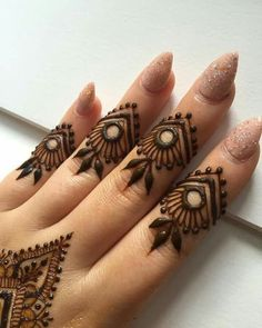 Mehndi henna designs are always searchable by Pakistani women and girls. Women, girls and also kids apply henna on their hands, feet and also on neck to look more gorgeous and traditional. Latest Finger Mehndi Designs, Henna Art Designs, Mehndi Designs For Girls, Mehndi Designs For Fingers, Unique Mehndi Designs, Mehndi Design Images, Beautiful Henna Designs, Mehandi Designs, Simple Henna Tattoo