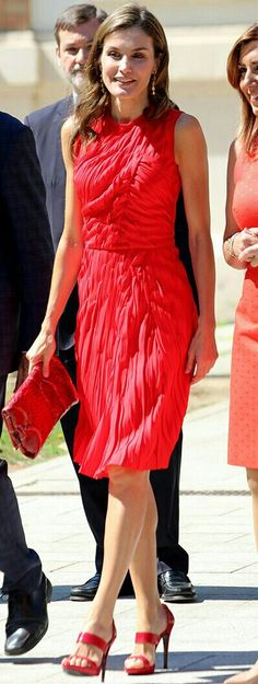 Queen Letizia in red - Nina Ricci dress - Magrit sandals - CH handbag - Tous earrings