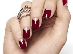 Las uñas siempre perfectas reflejan la forma de ser de una mujer y el cuidado personal, que se consigue con una manicura que se puede hacer en el hogar de forma casi profesional.