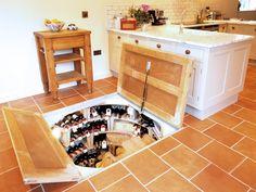Небольшой, стильный и функциональный погреб-бар для маленького дома.