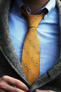 Gold tie, blue shirt and sports jacket - Smart Casual. Add a pop of colour with a bright tie! Best Mens Fashion, Men's Fashion, Fashion News, Gentleman Style, Southern Gentleman, Costume, Sports Jacket, Smart Casual, Men Casual