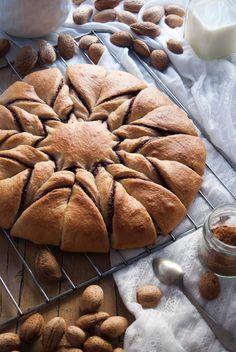 La asaltante de dulces: Receta de flor de canela, chocolate y almendra/ Cinnamon, chocolate & almond flower bun recipe