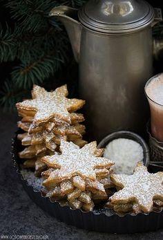 Dzisiaj chciałabym Wam zaproponować ciasteczka, które świetnie sprawdzą się w zimowe wieczory, do kubka rozgrzewającej herbaty czy kakao, gdy za oknem padać