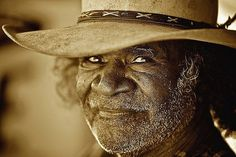 Indigenous elders from around the world often have special wisdom and a joy for life that you can't buy. I've known many Native American elders and they are truly inspirational. Aboriginal Man, Aboriginal Dreamtime, Aboriginal History, Aboriginal People, Aboriginal Children, People Around The World, Around The Worlds, Old Faces, Photo Competition