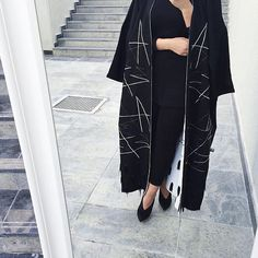 IG: KM.Collection    Modern Abaya Fashion    IG: Beautiifulinblack