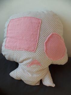 coussin skull   Dimension : 32 x 42 cm   Modèle entièrement cousu main