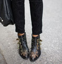 M Y  S T Y L E // Love my black and gold Chloé Susanna boots!