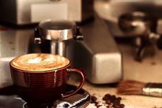 Dünyanın farklı ülkelerinde yazın favori içeceği buzlu kahve nasıl içiliyor? İnsanın ilk uçağa atlayıp mide göçü yapası geliyor.