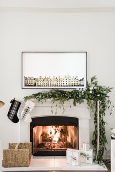 53 Stylish Modern Thanksgiving Mantel Decor Ideas You'll Love - Thanksgiving Decorations Diy Modern Christmas Decor, Decoration Christmas, Elegant Christmas, White Christmas, Modern Decor, Victorian Christmas, Vintage Christmas, Modern Design, Simple Christmas