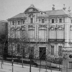 En el número 56 de la Calle de Alcalá y haciendo esquina con la calle Alfonso XI, podemos contemplar un edificio perteneciente al Minist...