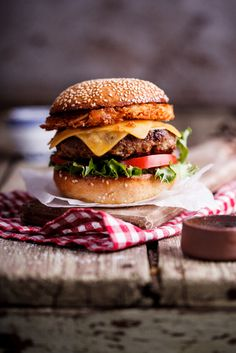 Hash brown cheeseburgers with pickled jalapeños - Simply Delicious