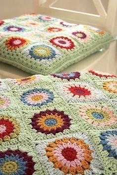 Transcendent Crochet a Solid Granny Square Ideas. Inconceivable Crochet a Solid Granny Square Ideas. Crochet Home, Love Crochet, Crochet Motif, Beautiful Crochet, Crochet Crafts, Crochet Projects, Crochet Granny, Crochet Flowers, Crochet Cushion Cover