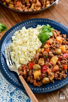 Cuban Beef Picadillo - a delicious hearty ground beef Cuban inspired recipe with flavoursome spices, potatoes, vegetables, olives and sultanas. Slimming World Chicken Casserole, Slimming World Beef Recipes, Beef Picadillo, Picadillo Recipe, Healthy Dishes, Savoury Dishes, Beef Dishes, Food Dishes, Minced Meat Recipe
