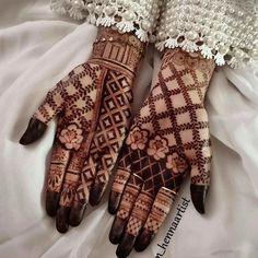 Mehndi Designs Front Hand, Modern Henna Designs, Khafif Mehndi Design, Latest Arabic Mehndi Designs, Floral Henna Designs, Mehndi Designs Feet, Latest Bridal Mehndi Designs, Mehndi Designs Book, Indian Mehndi Designs