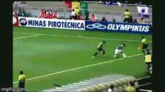 Everton Ribeiro. Amazing skill! Cruzeiro 0-0 Atletico Mineiro. April 13, 2014 • Mineirão, Belo Horizonte.