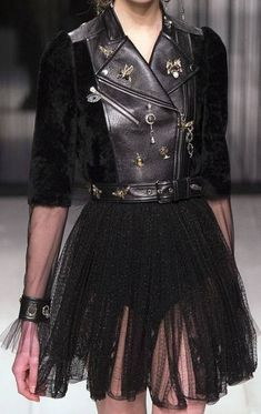 New Fashion 2017 Style Alexander Mcqueen Ideas Fashion 2017, Couture Fashion, New Fashion, Trendy Fashion, Runway Fashion, High Fashion, Fashion Show, Autumn Fashion, Fashion Outfits