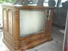 I remember watching a tv like this at my grandparents house. I would watch cartoons on it Saturday mornings.
