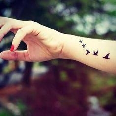 fly birds tattoo on wrist uçan kuşlar bilek dövmesi Source by umutaltinumut Please send us the posts you want removed. Mini Tattoos, Side Hand Tattoos, Bird Tattoos For Women, Little Bird Tattoos, Tiny Bird Tattoos, Bird Tattoo Men, Bird Tattoo Wrist, Small Wrist Tattoos, Trendy Tattoos