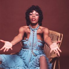 Donna Summer: Photos of Her Wild Disco Fashions Rap Singers, Female Singers, Disco Fashion, 70s Fashion, Dance Music, Dona Summer, Disco Queen, Beyonce World, Afro