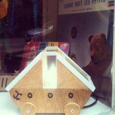Une nouvelle petite lampe a été créée … Pour mon papa et moi, une jolie création unique… Un petit bateau pour vous faire rêver… #chicamancha #baladessonores #creation #pieceunique #handmade #paris #luminaire #bois #bateau