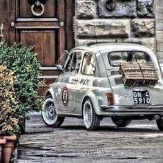 Fiat 500 off for a Picnic in Paris . Fiat Cinquecento, Fiat Abarth, Picnic In Paris, Volkswagen, Combi Vw, Roadster, Cute Cars, Small Cars, Sport Cars
