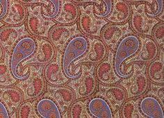 Ce motif a été popularisé en Europe au 17ème siècle grâce aux importations de la Compagnie des Indes Orientales faisant découvrir le raffinement des motifs orientaux. Face à une demande massive, la fabrication de motifs aux imprimés Paisley démarre à Marseille en 1640, puis en Angleterre vers 1670, et en Hollande en 1678.
