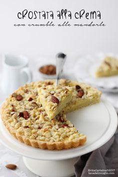 La crostata alla crema con crumble alle mandorle è un dolce semplice, con tutto il profumo della crema pasticcera e la croccantezza ...