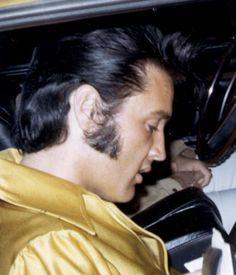 Elvis is leaving rehearsals at RCA, 1970