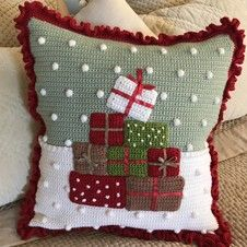Free crochet pattern! Did we catch your attention? Crochet your way through the festive season with this fun, festive, and free crochet cushion pattern by Kate Eastwood of Just Pootling. A Christmas crochet cushion is exactly what you need this December.