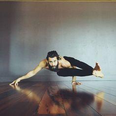 Strong Astavakrasana #yogaman #yoga #yogapose