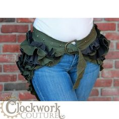 Belted Ruffle Butt Bustle - it has a hidden pocket too! You could throw this over a denim skirt on a simi-normal day for flare. Steampunk Costume, Steampunk Clothing, Steampunk Fashion, Steampunk Outfits, Skirt Belt, Denim Skirt, Burlesque, Green Corset, Bustle Skirt